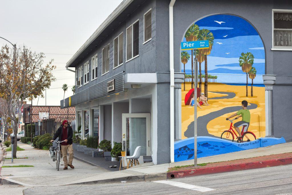 Lincoln Pier mural